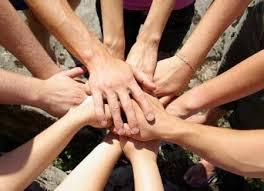 mani in cerchio